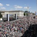 Ganz Berlin auf dem Bebelplatz und Unter den Linden