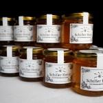 Die erste Ernte des Schiller Honigs
