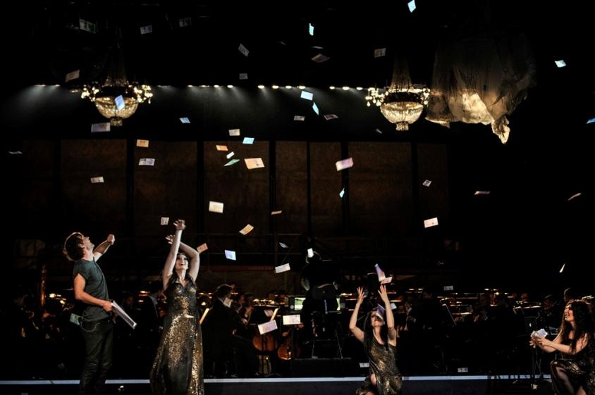 "Bühnenszene aus ""Rein Gold"" an der Staatsoper Berlin"