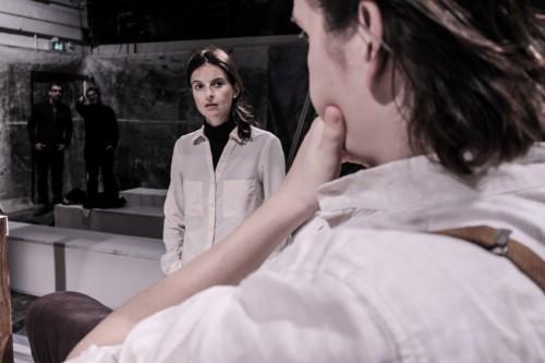 Isabel Ostermann im Probenprozess zu »Tagebuch eines Verschollenen | La Voix humaine« in der Werkstatt, Foto: Vincent Stefan