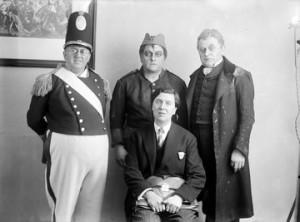 Alban Berg mit Darstellern der »Wozzeck«-Aufführung 1930 in Wien