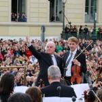 Daniel Barenboim und der 1. Konzertmeister Wolfram Brandl