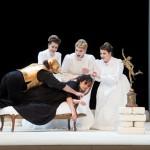 Sónia Grané und Annika Schlicht mit der ehemaligen Opernstudio-Stipendiatin und Ensemblemitglied Evelin Novak, Roberto Saccá und Camilla Nylund in »Ariadne auf Naxos« (2015)