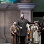 In »Tosca« teilte sich Maximilian Krummen die Bühne mit »Sänger des Jahres« (Opernwelt) Michael Volle (2014)