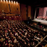 Frühjahr 2011: Wie sich die Bilder nicht gleichen: Premierenbeifall im Schiller Theater...
