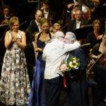 Jürgen Flimm gratuliert Placido Domingo zu seinem 50-jährigen Berliner Bühnenjubiläum