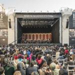 Über 10.000 Menschen kamen zum kostenlosen Open-Air-Konzert auf dem Plaza de Vaticano neben dem Teatro Colón
