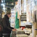 Kontrabassist Kaspar Loyal auf dem Markt in San Telmo