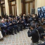 ....vom argentinischen Parlament für seinen Einsatz für die demokratischen und republikanischen Werte mit der »Mención de Honor Diputado Nacional Dr. Juan Bautista Alberdi« geehrt.