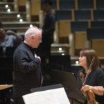 Daniel Barenboim im Gespräch mit der Konzertmeisterin Jiyoon Lee