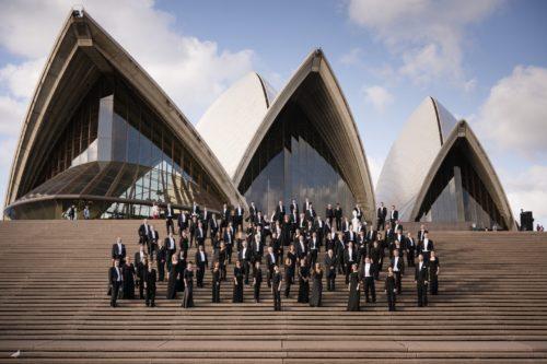 Staatskapelle-vor-sydney-opera-house-peter-adamik